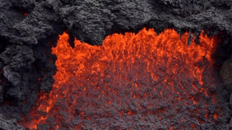 شاهد لحظات ثوران بركان في غواتيمالا.. وتشكل سحب رماد