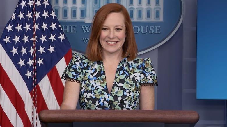 طائرة تقاطع مؤتمر المتحدثة باسم البيت الأبيض فجأة.. شاهد رد فعلها