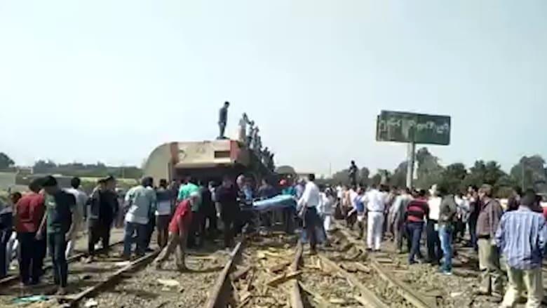اللحظات الأولى بعد خروج قطار عن مساره في مصر.. 11 قتيلا و98 مصابًا