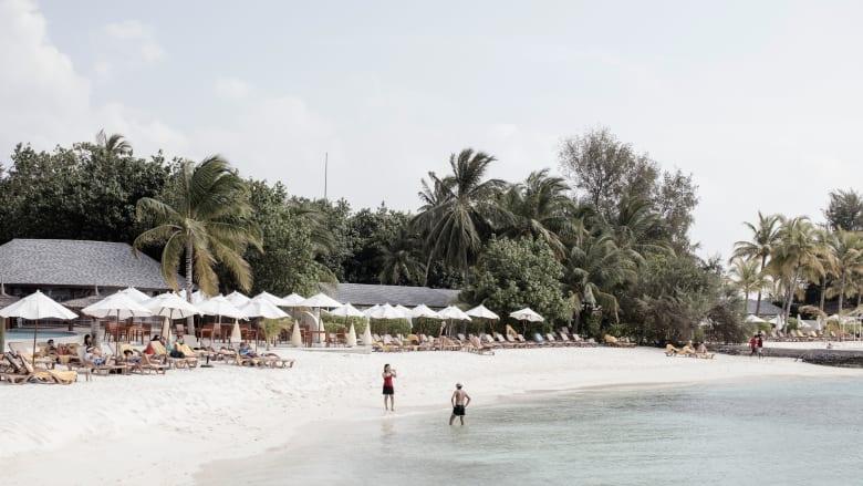 جنة مولودة من بدايات متواضعة.. كيف تحولت جزر المالديف من ملاذ للبحارة إلى وجهة سفر تضم أكثر من 100 منتجع؟