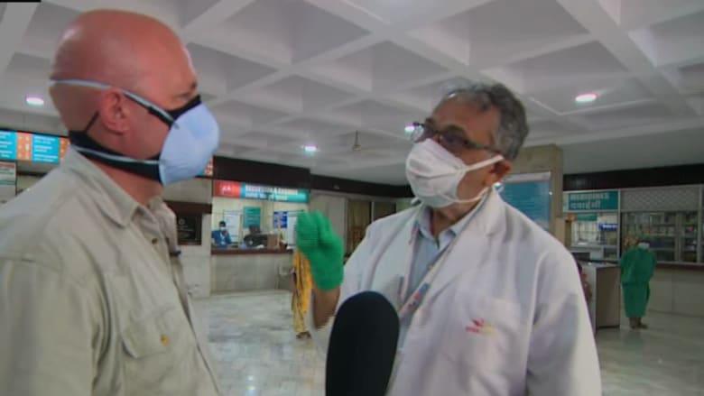 """""""لا نحصل على إمدادات كافية من الأكسجين"""".. CNN تتحدث إلى طبيب على الخطوط الأمامية لأزمة فيروس كورونا في الهند"""