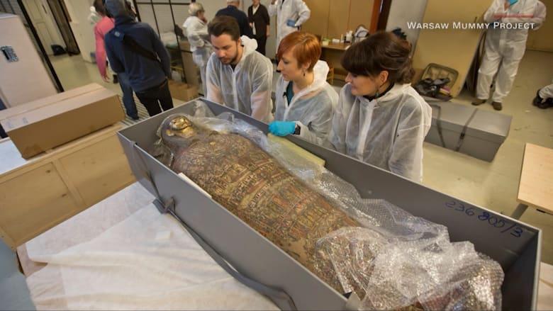 بعد العثور على قدم صغيرة في معدتها.. علماء يكتشفون أن مومياء مصرية لكاهن ذكر هي في الواقع امرأة حامل