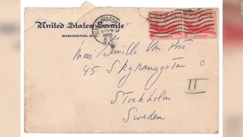 للبيع.. ماذا تقول رسائل حب من جون كينيدي إلى عشيقته السويدية؟