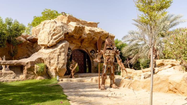 زارها مشاهير العالم لكنها ليست مفتوحة للناس.. ما سر هذه الحديقة في دبي؟