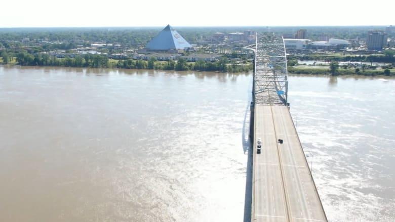 اكتشاف مرعب يؤدي إلى غلق جسر في تينيسي.. وحظر مرور السيارات فوقه