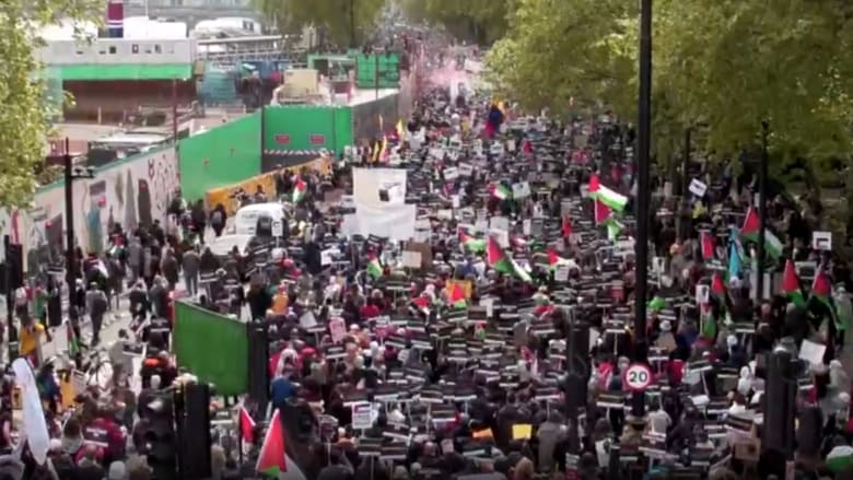 شاهد مظاهرة حاشدة تجوب شوارع لندن تضامنا مع الفلسطينيين