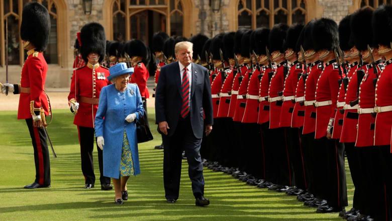 شاهد.. لحظات حرجة خلال تاريخ لقاءات الملكة إليزابيث مع رؤساء الولايات المتحدة