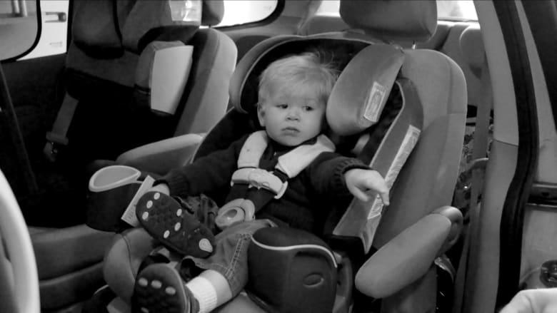 جسمه لا يستطيع تحمل الحرارة.. إليك ما يحدث إذا تركت طفلك بمفرده في سيارة