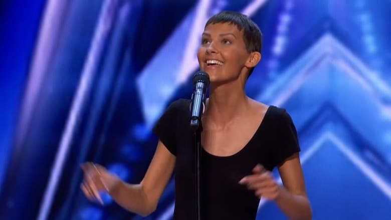 """شاهد رد فعل مغنية تصارع السرطان عندما حصلت على """"الباز الذهبي"""" في برنامج المواهب الأمريكية"""