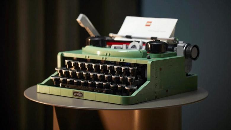 """""""ليغو"""" تطلق آلة كاتبة كلاسيكية مصنوعة كلياً من قطع تركيبها"""