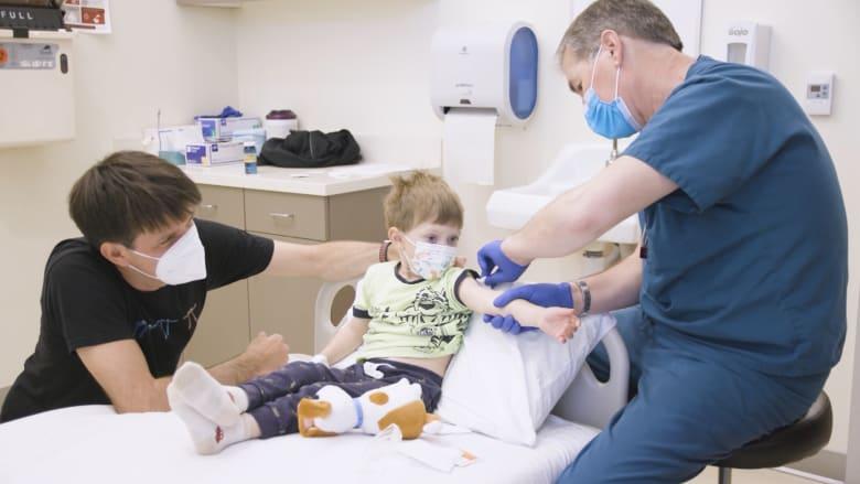 إدارة الغذاء والدواء الأمريكية تبدأ مناقشة تطعيم الأطفال ضد كورونا