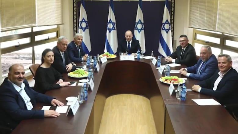 نتنياهو يفقد السلطة ويتزعم المعارضة.. وبينيت يقود إسرائيل إلى حقبة جديدة