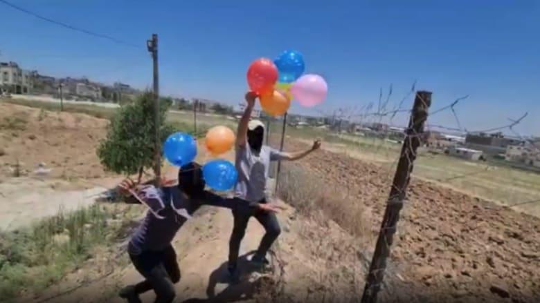 شاهد.. فلسطينيون يطلقون بالونات حارقة من غزة تجاه إسرائيل