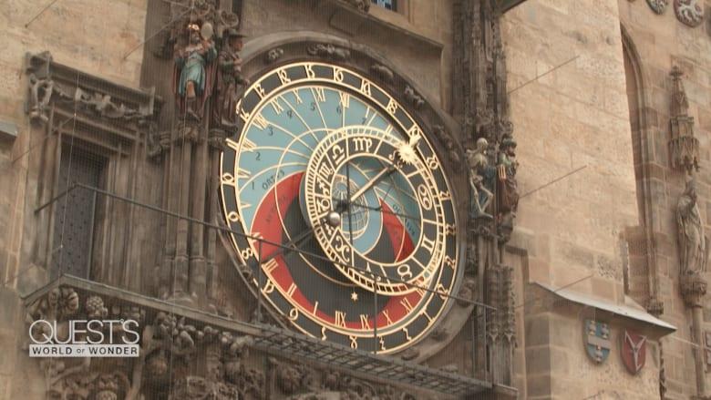 في مدينة الـ100 برج.. ألق نظرة داخل أقدم ساعة فلكية في العالم لا تزال تعمل