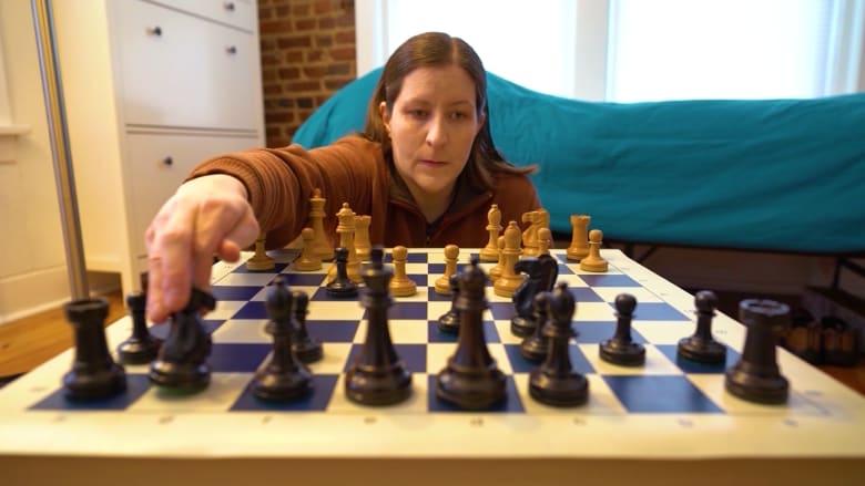 فازت بعدة بطولات في لعبة الشطرنج وهي عمياء.. كيف استطاعت هذه المرأة أن تصبح بطلة؟