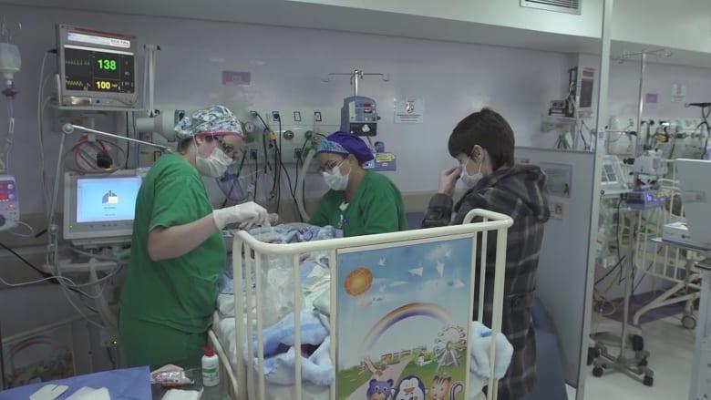 معدل وفيات الأطفال بسبب فيروس كورونا في البرازيل أعلى بكثير مما هو في أي مكان آخر.. ما سبب ذلك؟