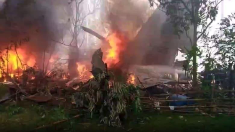 شاهد اللحظات الأولى بعد تحطم طائرة عسكرية في الفلبين