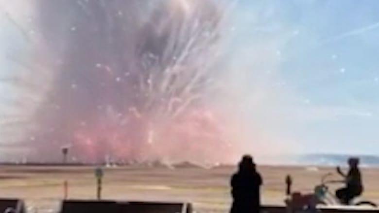 شاهد.. انفجار ألعاب نارية مخصصة لعيد الاستقلال الأمريكي قبل أوانها