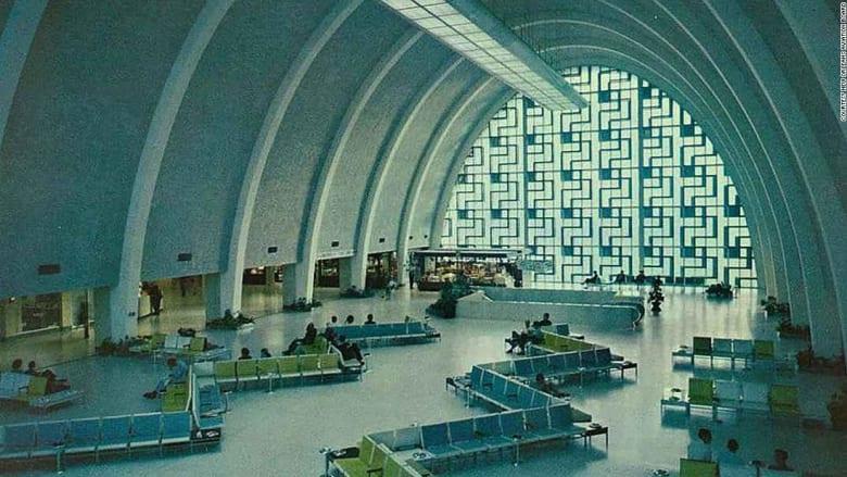 ألق نظرة داخل مبنى مطار مهجور بأمريكا ستتفاجأ ما يوجد بداخله