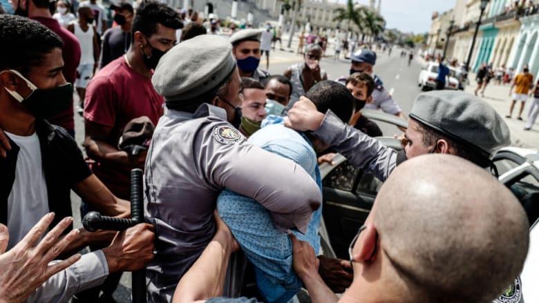 """احتجاج نادر لآلاف الكوبيين ضد الحكومة.. والرئيس يدعو """"الثوار"""" لمواجهتهم"""