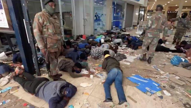تفاقم أعمال النهب والعنف في جنوب أفريقيا.. ومخاوف من الأسوء