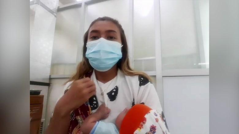 أم في إندونيسيا: أخبرني الطبيب بالتحضير لدفن طفلي المصاب بفيروس كورونا