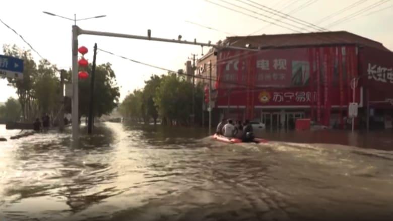 شاهد.. فيضانات كارثية تقتل العشرات وتدمر آلاف المنازل في الصين