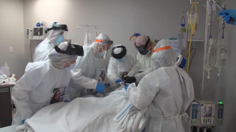 """""""أنا آسفة ولكن لقد فات الأوان"""".. ممرضات يصفن مشاهد مرضى فيروس كورونا وهم يتوسلون للحصول على لقاح"""