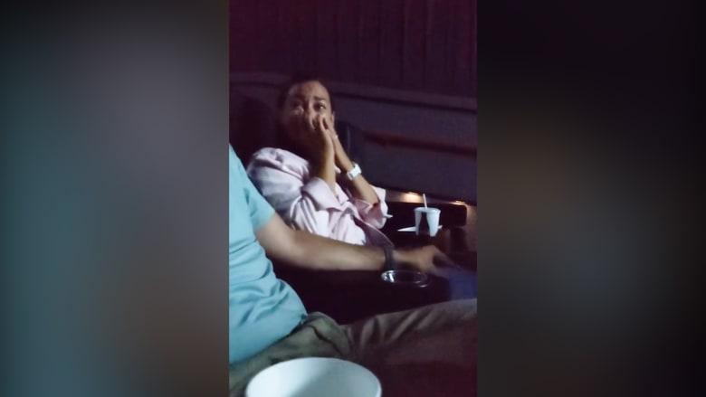 اعتقدا أنهما فقداه للأبد.. زوج يفاجئ زوجته بفيديو الزفاف بعد فقدانه 14 عامًا