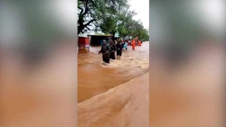 مقتل 136 شخصًا بعد هطول أمطار غزيرة على الساحل الغربي للهند