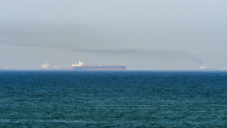 صورة أرشيفية عامة من خليج عُمان (الصورة تعبيرية ولا تظهر السفينة التي تمت مهاجمتها في التقرير)