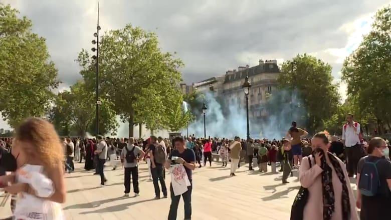 احتجاجات باريس ضد تصريح صحي.. والشرطة تستخدم الغاز المسيل للدموع لتفريقها