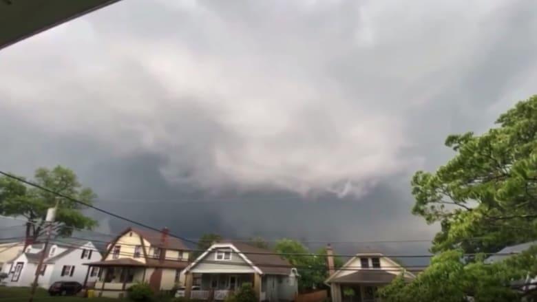 شاهد دهشة المصور لحظة تحرك إعصار مخيف في بنسلفانيا