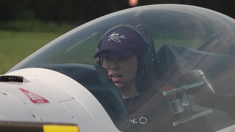 شابة تستعد لتكون أصغر امرأة تطير بمفردها حول العالم