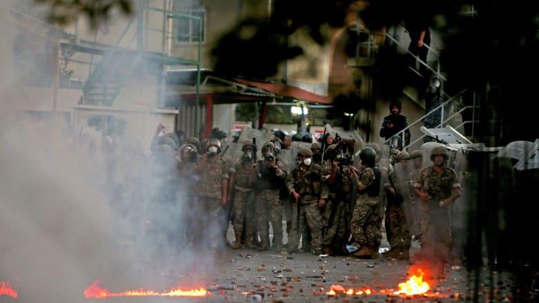 شاهد.. اشتباكات بين محتجين وقوات الأمن في بيروت
