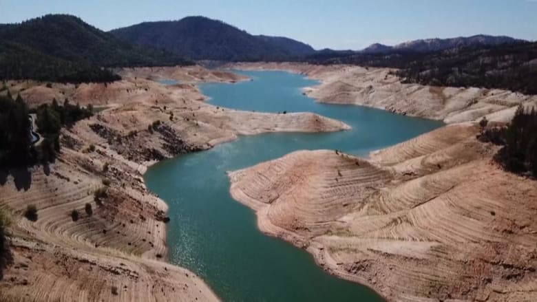 كارثة تضرب غرب أمريكا.. شاهد كيف تغيرت هذه البحيرة في كاليفورنيا بسبب الجفاف