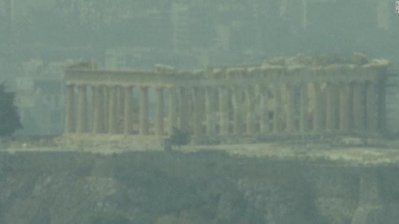 شاهد.. الدخان يغطي معبد زيوس في اليونان وتركيا تواجه حرائق مدمرة