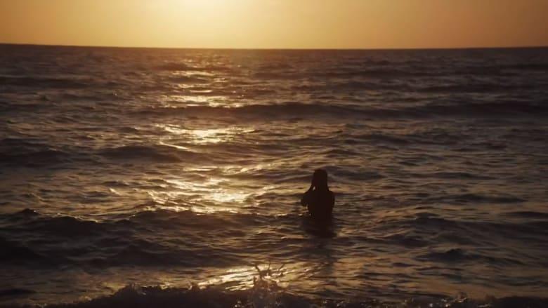 شاهد ماذا فعلت هذه الفتاة للتغلب على خوفها من الماء