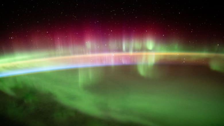 بتقنية الفاصل الزمني.. هكذا تبدو أضواء الشفق القطبي من الفضاء
