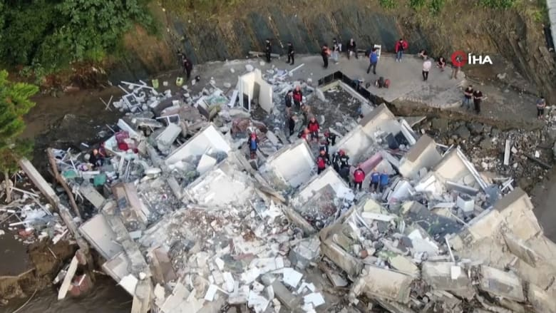 لقطات جوية تُظهر حجم الدمار الهائل جراء الفيضانات المميتة في تركيا