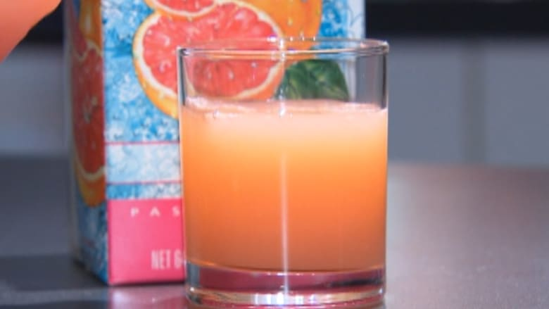 تجنب عصير الجريب فروت أثناء تناول دواء.. ماذا يحدث عندما نمزج أطعمتنا المفضلة مع الأدوية؟