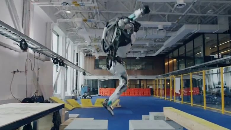 شاهد.. روبوتات تؤدي حركات بهلوانية وتكمل مسارًا معقدًا بسهولة تامة