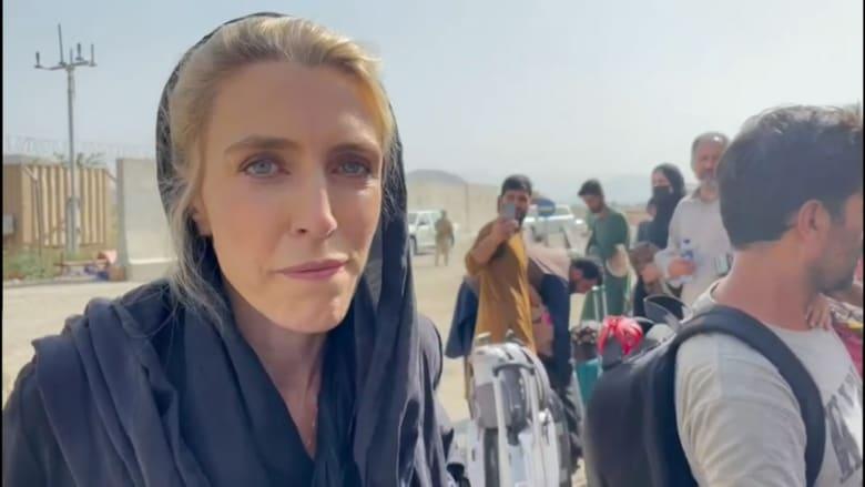 قتال وازدحام ونفاد صبر.. إليك ما شاهدته مراسلة CNN مع محاولتها الخروج من أفغانستان