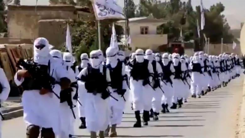 """بندقيات وسيارات """"همفي"""" والملايين من الذخيرة.. طالبان تحتفل بترسانتها الأمريكية الجديدة"""