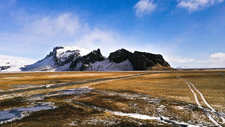 مصري يوثق سحر أيسلندا من الجو في مقارنة بصرية ساحرة