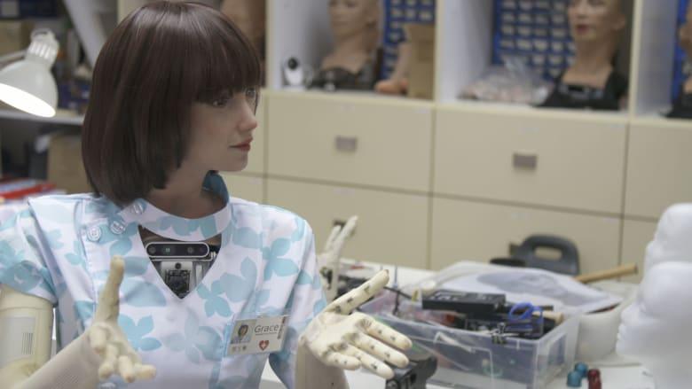 """قابلوا """"غريس"""".. ممرضة شبيهة بالبشر تهتم بالمرضى"""