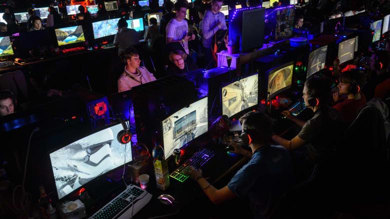 الصين تحارب ألعاب الفيديو بقيود ومعسكرات.. هل تسبب الإدمان حقًا؟
