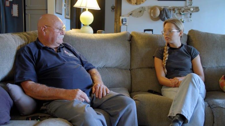 حاربت زوجته السرطان لمدة 12 عامًا.. لكن كورونا قتلها في 8 أيام