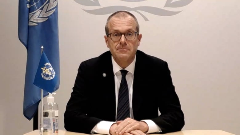 """منظمة الصحة العالمية: """"لا دليل"""" لحاجة عامة الناس للجرعة الثالثة من لقاح كورونا"""