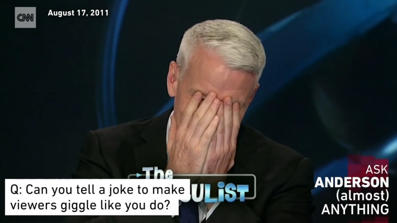 شاهد.. نوبات ضحك هستيرية لمذيع CNN على الهواء